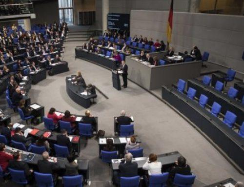 DW: Η γερμανική Αριστερά υπέρ της επιστροφής του κατοχικού δανείου – Κυβέρνηση: Το θέμα των αποζημιώσεων έχει οριστικά επιλυθεί