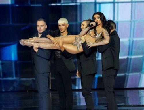Τελικός Eurovision 2019: Είχε Madonna, πανό για την Παλαιστίνη, »κράξιμο» στην Ελλάδα και μία Ρούλα Κορομηλά