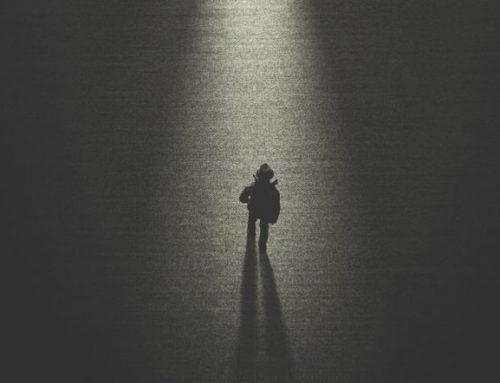 Η μοναξιά του Αλ. Τσίπρα και ο «μπαμπούλας» της Δεξιάς