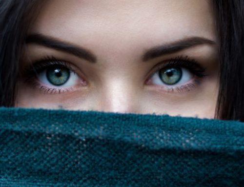 Στεγνώνουν ή τσούζουν τα μάτια σου; 5 Tips που θα σε βοηθήσου