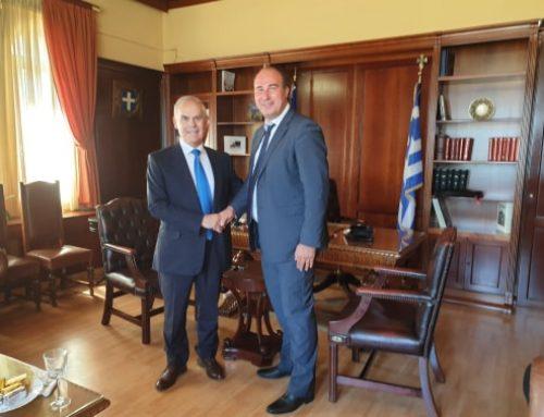 Ο Αντιπεριφερειάρχης ΠΕ Κορινθίας κ. Αναστάσιος Γκιολής, υποδέχθηκε χθες Δευτέρα 27 Ιανουαρίου 2020 στο γραφείο του, τον Βουλευτή Κορινθίας κ. Νικόλαο Ταγαρά, σε μία επίσκεψη με πολλά και ποικίλα θέματα που αφορούν το νομό Κορινθίας.  Ξεκινώντας από την αυτονόητα ορθή και σωστή λειτουργία στην καθημερινότητα των πολιτών σε θέματα επαρχιακών οδών, οδικών αξόνων, διαγραμμίσεων, πεζοδρομήσεων και πεζοδρομίων. Σε μία ομπρέλα θεμάτων, εκτενώς συζήτησαν την ανάπτυξη των ήδη υπαρχόντων αθλητικών δομών και τη δημιουργία νέων, έχοντας ως προτεραιότητα τις νέες γενιές και άξονα το καθήκον, προκειμένου να προσφέρουν κάθε δυνατά εφόδια στα νέα παιδιά του νομού. Μεταξύ άλλων αναφέρθηκαν – με αφορμή τα ακραία καιρικά φαινόμενα και τις ζημιές όπου κατά τόπους προκλήθηκαν στο νομό, όπως για παράδειγμα στην περιοχή των Αγίων Θεοδώρων – σε μελέτες και αντιπλημμυρικά έργα όπου άμεσα θα πρέπει να τεθούν σε εφαρμογή προκειμένου ο νομός να είναι όσο το δυνατό, περισσότερο προστατευμένος.  Τόσο ο κ. Ταγαράς όσο και ο κ. Γκιολής, από τις θέσεις όπου κατέχουν και σε συνδυασμό με τον κοινό σκοπό και στόχο για το καλό του νομού Κορινθίας, είναι έτοιμοι να συνδράμουν στο πλαίσιο που αναλογεί στον καθένα προκειμένου οι στόχοι να επιτευχθούν. Ο Αντιπεριφερειάρχης ευχαρίστησε τον κ. Ταγαρά  λέγοντας χαρακτηριστικά πως «η εμπειρία του στην αυτοδιοίκηση και ιδιαίτερα στην Περιφερειακή Ενότητα Κορινθίας, είναι πολύτιμη προκειμένου ο ίδιος με τη στήριξη της Περιφέρειας Πελοποννήσου και του Περιφερειάρχη κ. Παναγιώτη Νίκα να φέρνει εις πέρας καθημερινά, τα σοβαρά θέματα που απασχολούν το Νομό». Ο Βουλευτής αντίστοιχα, συνεχάρη τον κ. Γκιολή για την μέχρι τώρα πορεία του, λέγοντας ακόμα πως και «η εικόνα των Διευθύνσεων είναι πολύ καλή με τις υπηρεσίες της Περιφερειακής Ενότητας Κορινθίας να λειτουργούν αποδοτικά και με τους απαιτούμενους ρυθμούς».