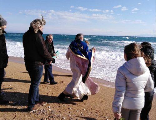 Κεφαλονιά: Ο αέρας πήρε τον ιερέα στον Αγιασμό των υδάτων (video-φωτο)