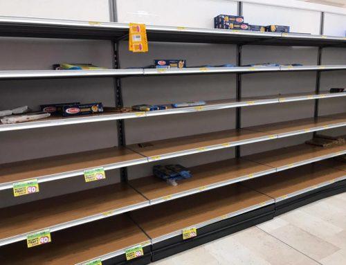ΚΟΡΩΝΑΪΟΣ – ΙΤΑΛΙΑ: Σκηνές χάους! Αδειάζουν τα ράφια των σούπερ μάρκετ