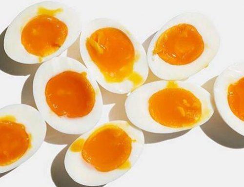 ΑΠΙΣΤΕΥΤΟ: Δείτε τι θα πάθετε αν τρώτε καθημερινά 3 βραστά αυγά! (video)