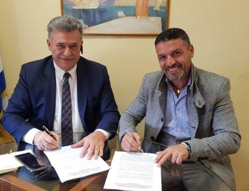 Υπεγράφη η σύμβαση για την  ανακύκλωση ενδυμάτων – υποδημάτων στην Κόρινθο