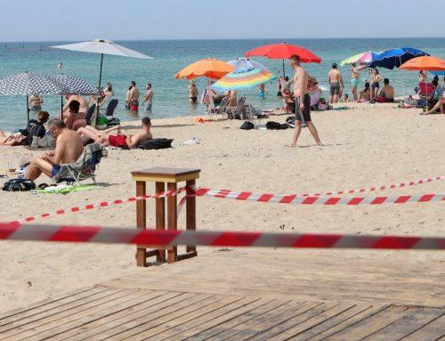 Εστίαση – παραλίες: Τραπεζάκια μέσα, μουσική κι αλκοόλ στην ξαπλώστρα από το Σάββατο