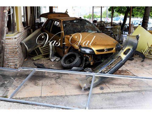 Σολομός Κορινθίας: Αυτοκίνητο έπεσε σε ταβέρνα