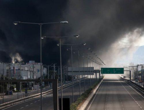 Μεταμόρφωση: Μαίνεται η φωτιά στο εργοστάσιο ανακύκλωσης πλαστικών (εικόνες – video)