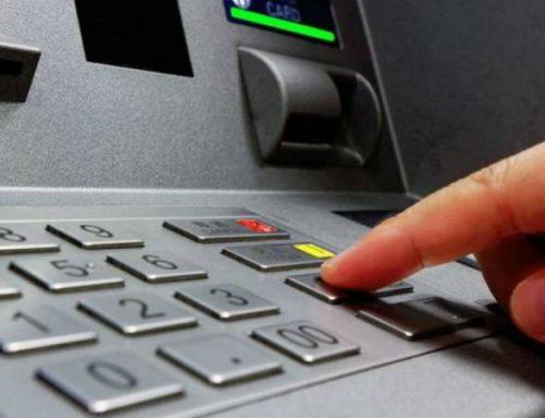 Προσοχή στα ΑΤΜ: Η απάτη με την τάπα που μπορεί να σας στοιχίσει όλα σας τα χρήματα