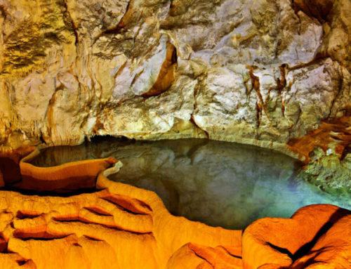 Το Σπήλαιο των Λιμνών κοντά στα Καλάβρυτα. Ένα μοναδικό γεωλογικό φαινόμενο (φωτο, video)