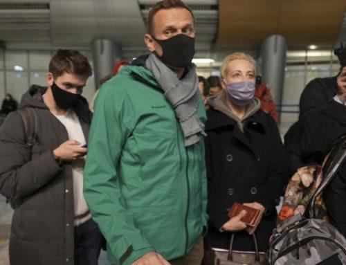 Αλεξέι Ναβάλνι: Συνελήφθη μόλις πάτησε το πόδι του στο αεροδρόμιο της Μόσχας