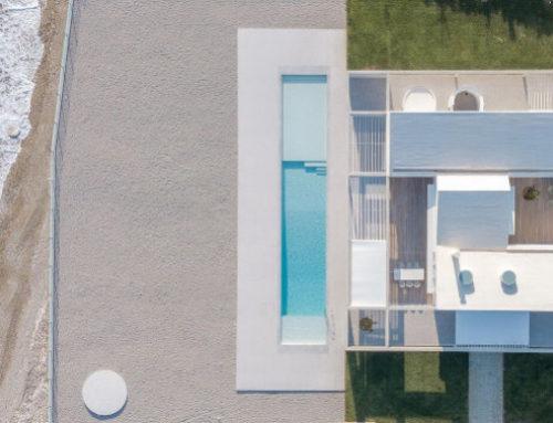 Κόρινθος : Ένα εκπληκτικά αλλά όμορφα μοντέρνο σπίτι πάνω στη θάλασσα, με θέα προς τον Κορινθιακό