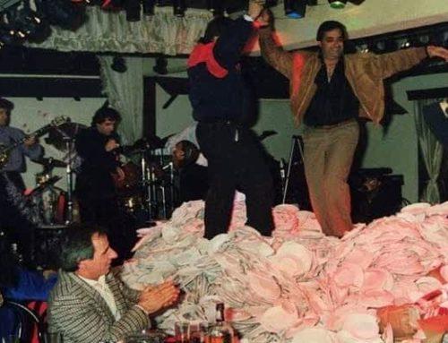 200 κιλά, 2400 πιάτα: Το βράδυ που άλλαξε για πάντα τα ελληνικά μπουζούκια (video)