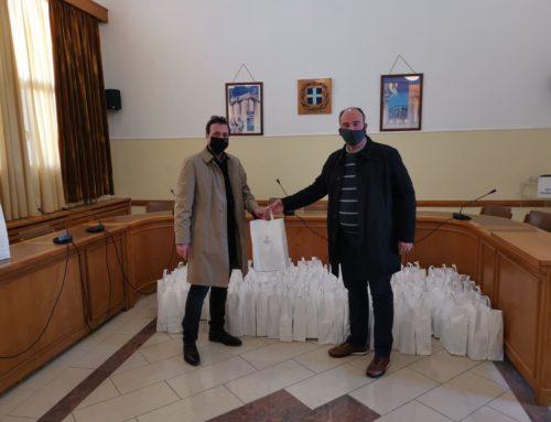 Υγειονομικό υλικό προσέφερε ο Αντιπεριφερειάρχης στον Ιατρικό Σύλλογο Κορινθίας