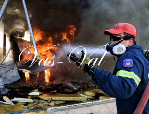 Φωτιά σε εγκαταλελειμμένο εργοστάσιο στο Ζευγολατιό Κορινθίας (φωτο)