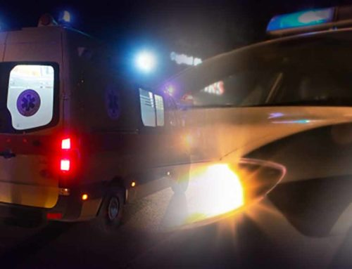 «Άγιο» είχε οδηγός στην Κόρινθο: Έπεσε με το αυτοκίνητο σε ελιά και ανετράπη