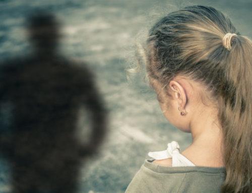 Λουτράκι-Ανατριχίλα: Ο πατέρας της φίλης της ασέλγησε πάνω της όταν ήταν μικρό κορίτσι