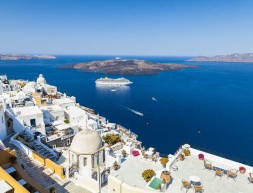 Reuters : «Μαζική αύξηση κρατήσεων» για ελληνικούς προορισμούς στη βρετανική τουριστική βιομηχανία