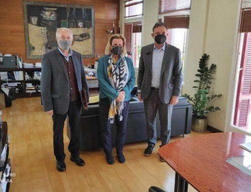 """Συνάντηση Μαριλένας Σούκουλη με τον Γενικό Γραμματέα του Υπουργείου Πολιτισμού κο Γιώργο Διδασκάλου και τον Γραμματέα της Ένωσης Φίλων Διώρυγας Κορίνθου """"Ο Περίανδρος""""."""