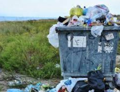 Έρχεται τυφώνας με τα σκουπίδια