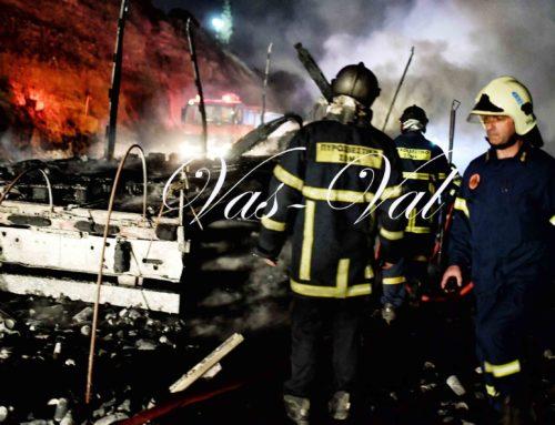 Φορτηγό κάηκε ολοσχερώς στην ΠΕΟ Κορίνθου-Αθηνών (φωτο)