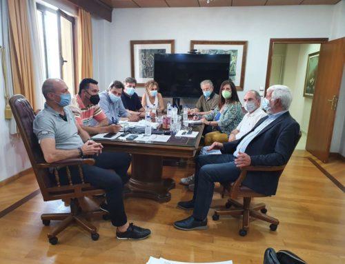 """Συνάντηση εργασίας του Δημάρχου κ. Γκιώνη με τον επικεφαλής της παράταξης """"Νέα Πελοπόννησος"""" κ. Πέτρο Τατούλη"""