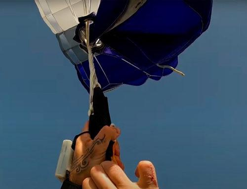Μπερδεύτηκε το αλεξίπτωτο κατά τη διάρκεια ελεύθερης πτώσης. Η αγωνιώδης προσπάθεια του αλεξιπτωτιστή (video)