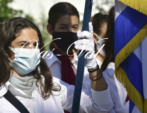 Κόρινθος: Kατάθεση στεφάνων από μαθητές για την 28η Οκτωβρίου
